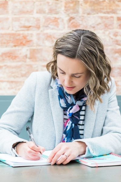 What to put in your email newsletter – 11 ideas to really connect with your subscribers!